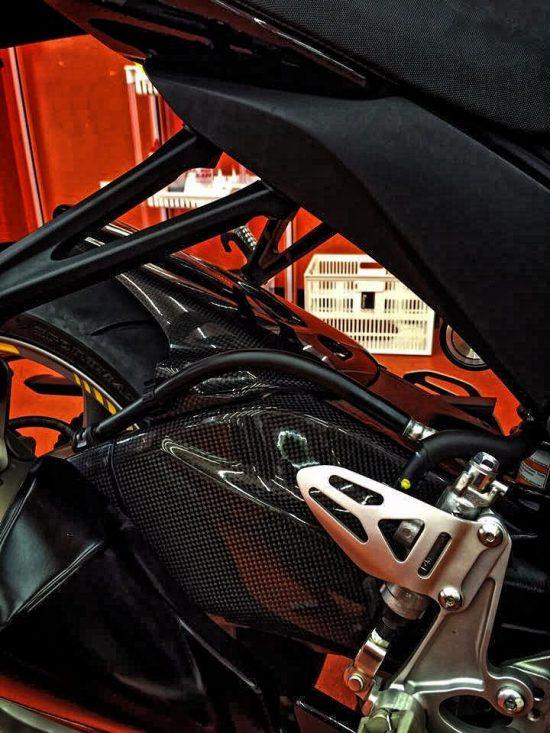 SUZUKI GSX-R 600-750 2011-2016 Carbon Fiber Swingarm Covers 13