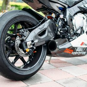 YAMAHA YZF-R1 2015-2016 Carbon Fiber Swingarm Covers 13