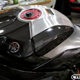 YAMAHA YZF-R1 2015-2016 Carbon Fiber Tank Sliders 6