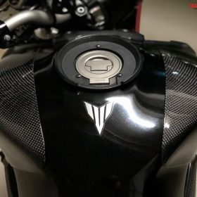 YAMAHA MT09/FZ09 Carbon Fiber Tank Sliders