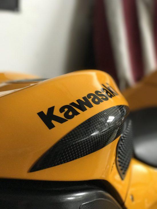 KAWASAKI ZX-10R 2004-2007 Carbon Fiber Tank Sliders 4